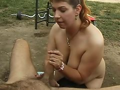 Lucky guy benefits from a cocksucking outdoors