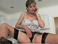 Curvy housewife deep cunt fuck