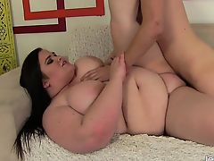 Passionate BBW Holly Jayde bonks